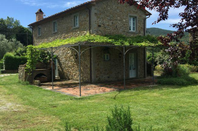 Casa colonica in pietra con piscina