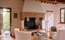 Fireplace - Farmhouse in the vineyards