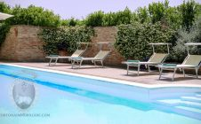 Swimming pool - Farmhouse in the vineyards