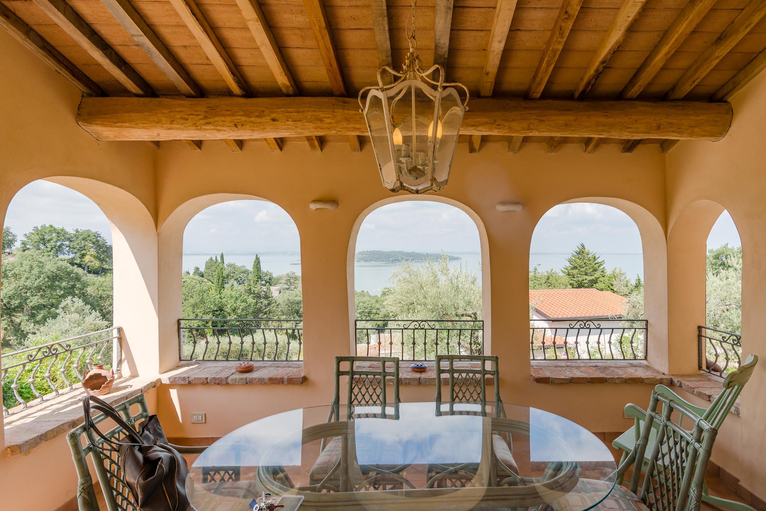 Villa con vista mozzafiato sul lago
