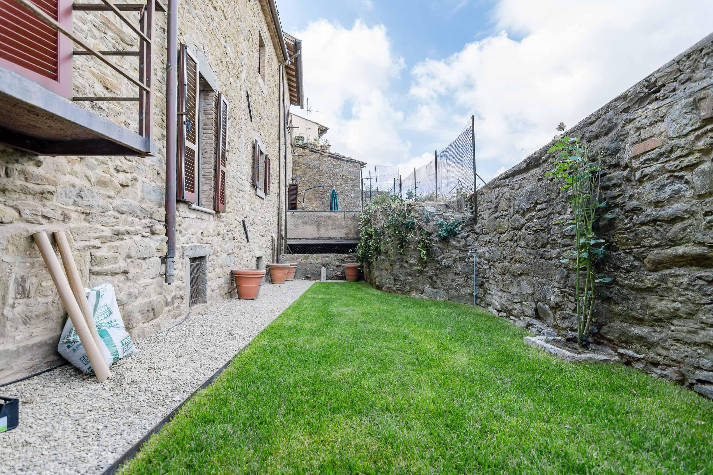 Appartamento medioevale con giardino