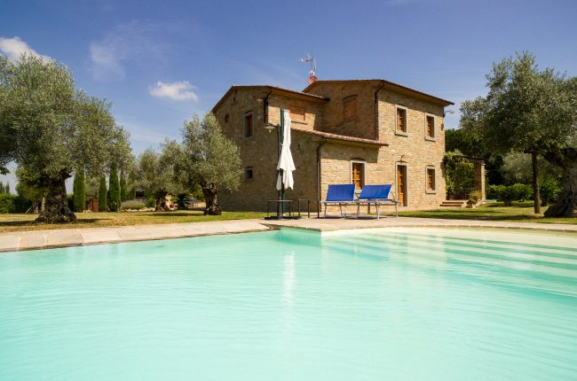 Farmhouse with swimming pool and loggia