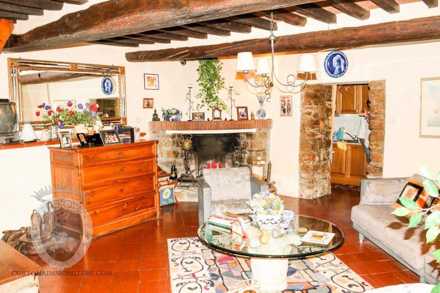Independent property near Cortona