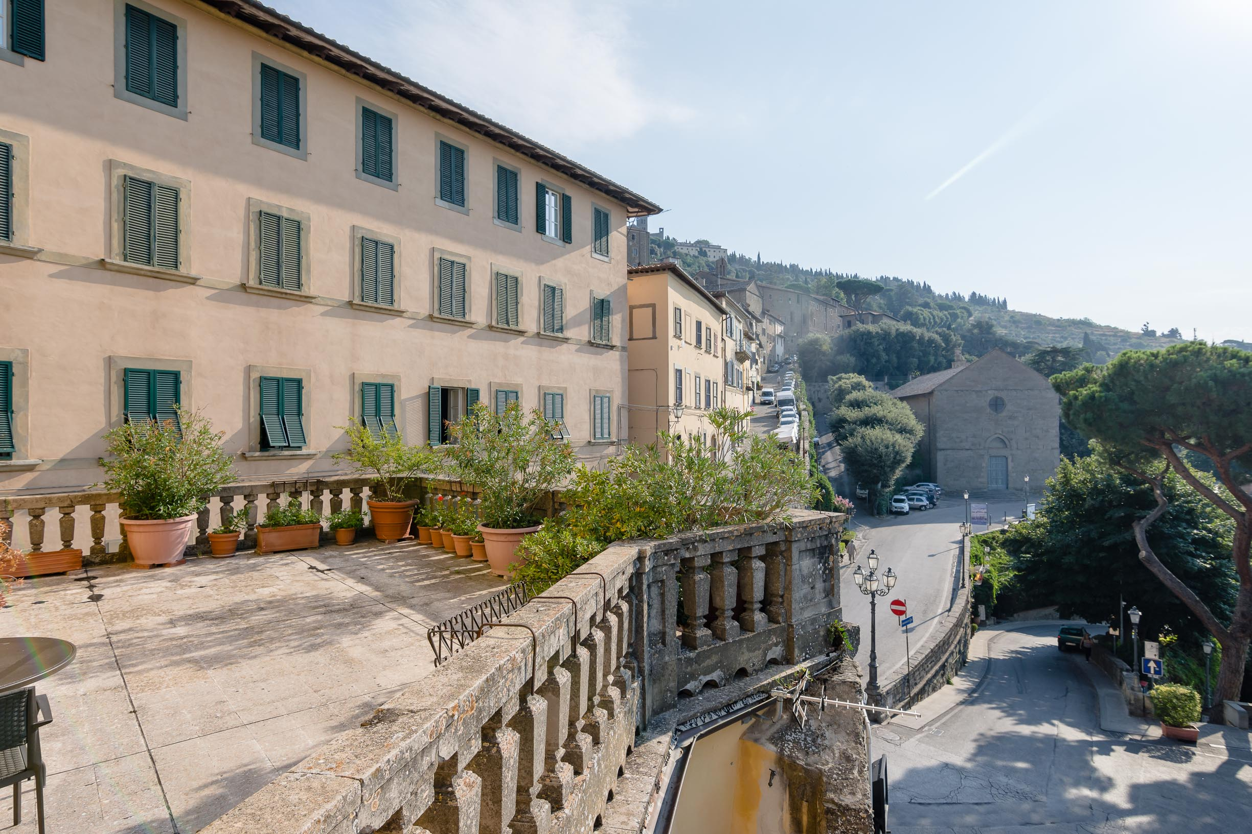 Apartment in Cortona of over 230sqm with terrace
