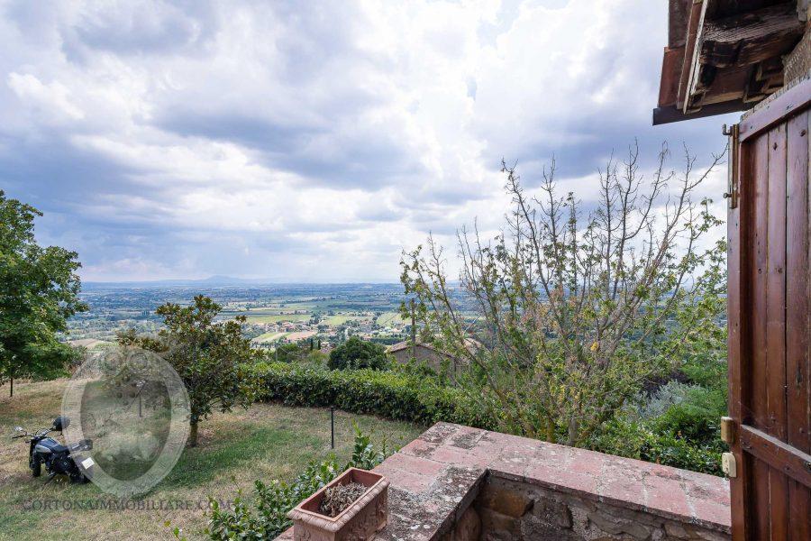 Casa colonica in pietra vicino a Cortona