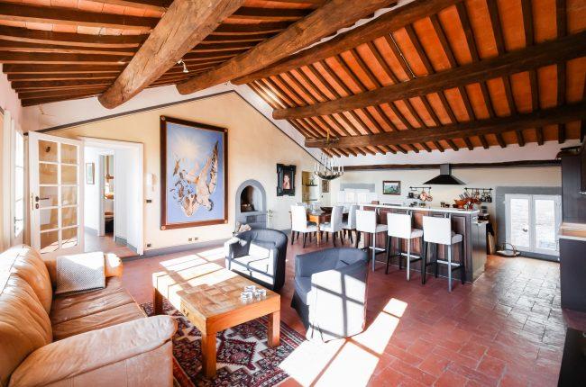 Appartamento con terrazza e dépendance