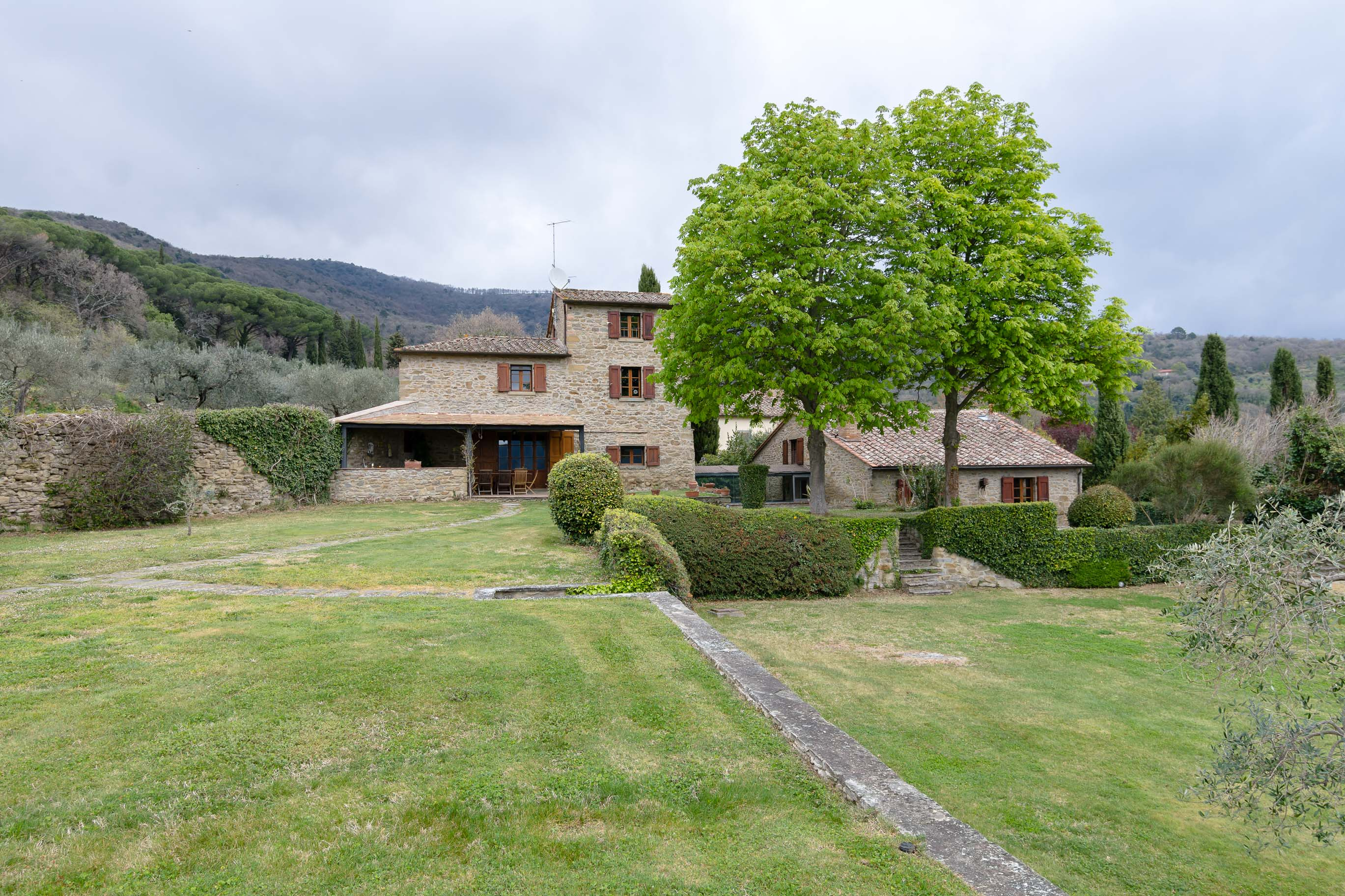 Fantastica proprietà con vista, 5 camere e piscina