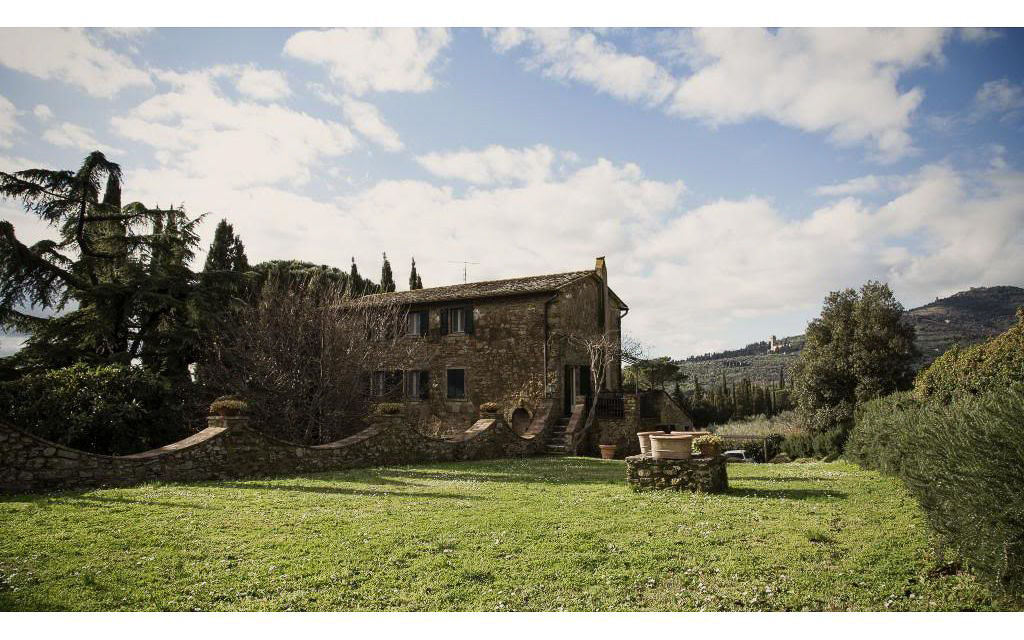 Ancient farmhouse in a prestigious area