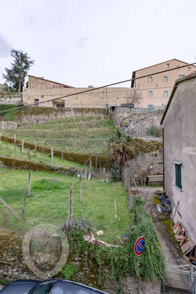Independent terraced house along the Etruscan walls of Cortona