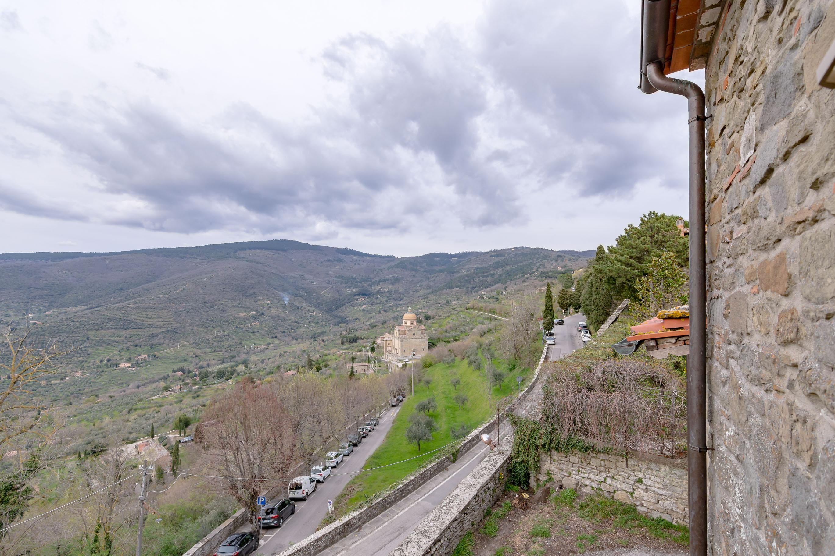 Terratetto indipendente lungo le mura etrusche di Cortona