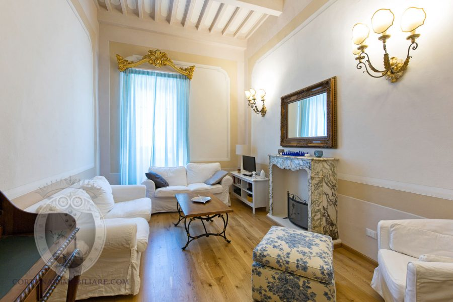 Decorated apartment in Cortona with lift