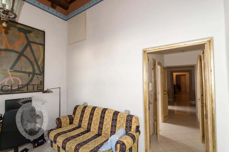Apartment with frescoes in Cortona