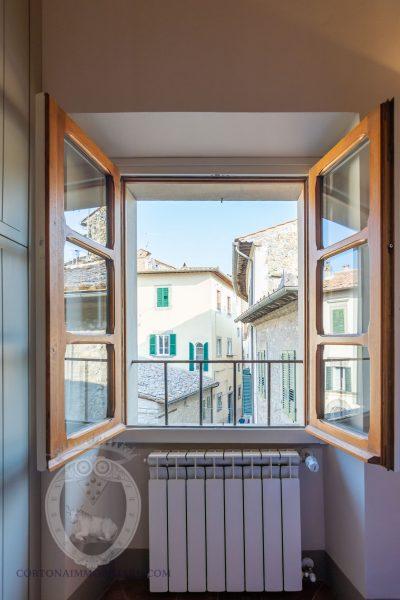 Bright apartment in the historic center of Cortona