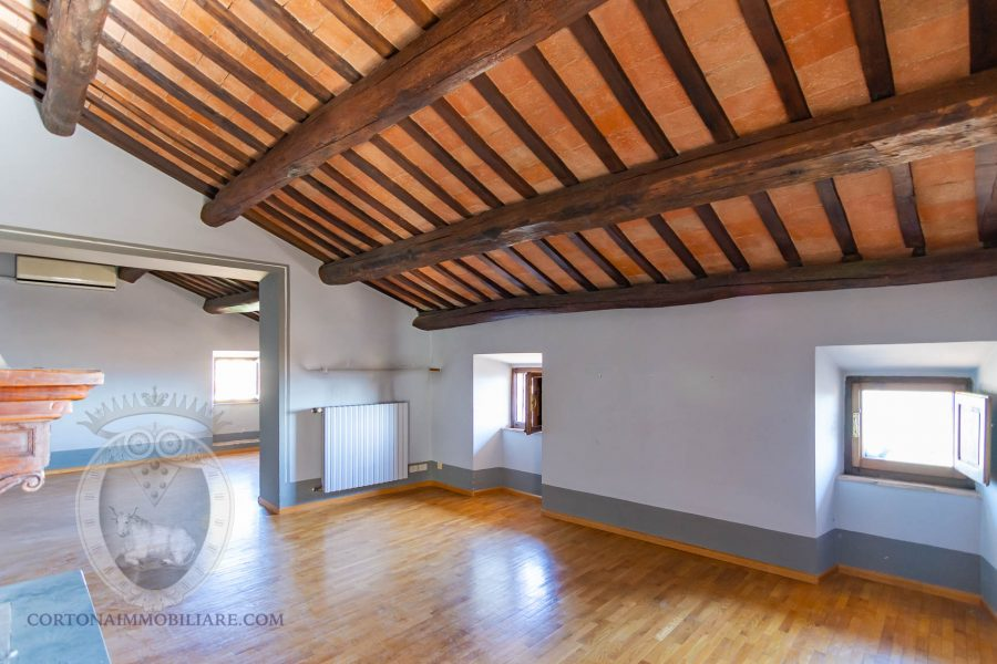 Independent villa in the historic center with lift