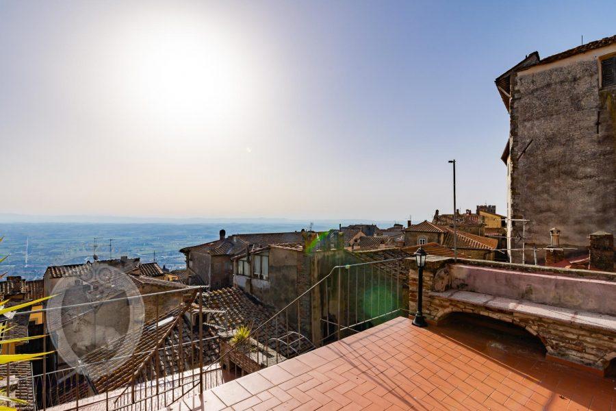 Bellissimo appartamento con terrazze panoramiche e vista lago