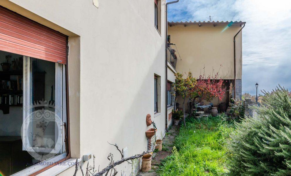 Casa indipendente libera su 3 lati con terrazza e giardino
