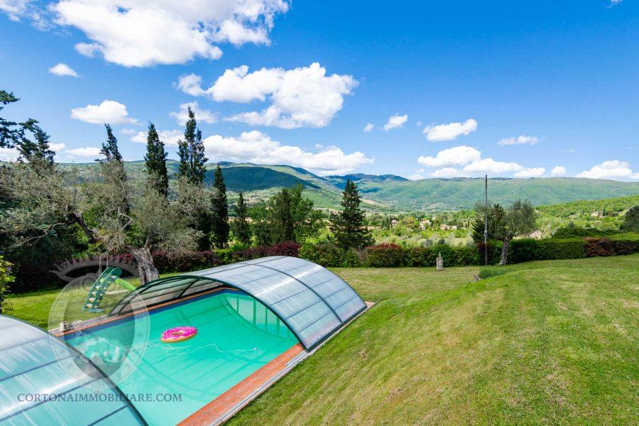 Colonica con due dependance e piscina