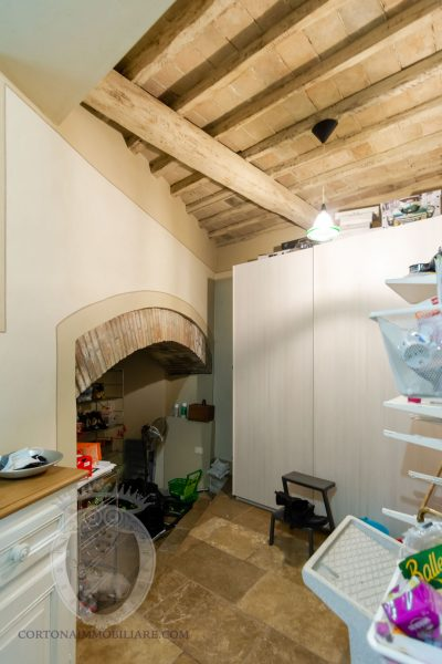 Terratetto ristrutturato con 3 camere corte e terrazza